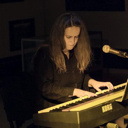 """Helēnas Kozlovas solo koncerts """"Viss neiespējamais ir tepat"""""""