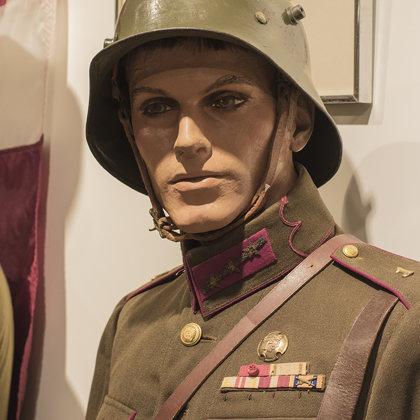 """Izstāde """"Latviešu karavīrs. 1918-1940"""" V.Stāvuša foto"""