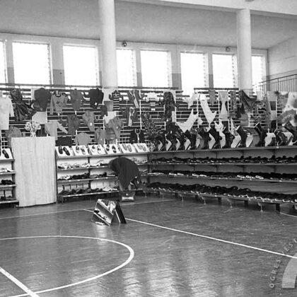 6 dienu izstāde-pārdošana Ogres sporta namā. 1975. gada septembris
