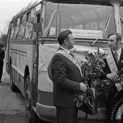 Ogres 10. autokombināta šoferi Pēteris Lazdāns un Teodors Celmiņš nobraukuši 1 milj. km