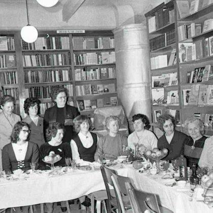 Grāmatu veikala darbinieces Brīvības ielā 2. 70. gadi