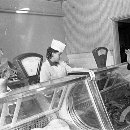 """Tiek atvērts jauns pārtikas veikals """"Daugaviņa"""". 70. gadi"""