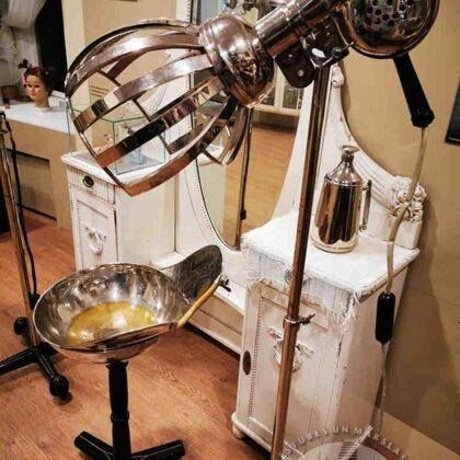 Frizieru priekšmeti muzeja pastāvīgajā ekspozīcijā