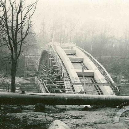 Gājēju tilta celtniecība, 1966. gads