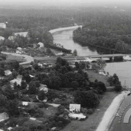 Skats uz dzelzceļa tiltu un vecā šosejas tilta balstiem, 1982. gads